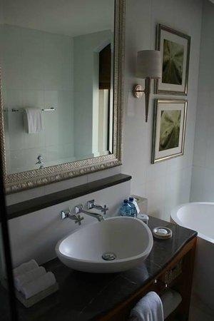 The St. Regis Saadiyat Island Resort: Walk in style bathrooms