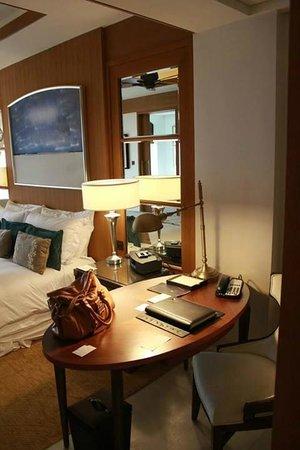 The St. Regis Saadiyat Island Resort: King Superior Room