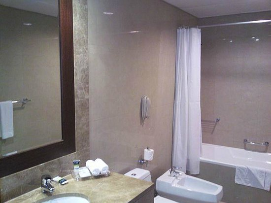 Four Points by Sheraton Sheikh Zayed Road, Dubai : bathroom