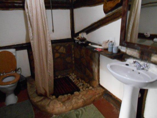 Buhoma Lodge: Room 4 bathroom