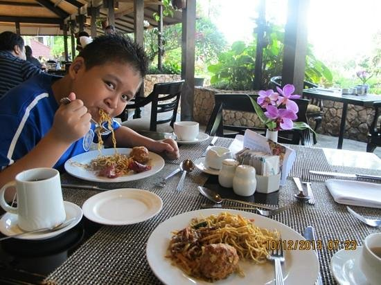 Sheraton Senggigi Beach Resort : awesome breakfast buffet spread