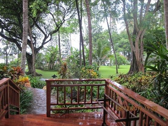 Sheraton Senggigi Beach Resort : garden's view from outside our room