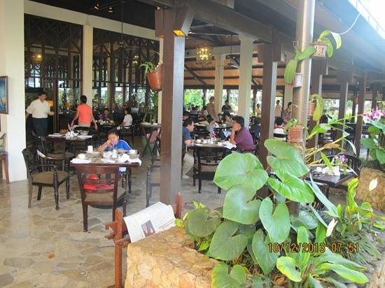 Sheraton Senggigi Beach Resort : breakfast time @ sheraton