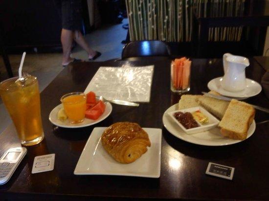 Hansaah Guest House: breakfast