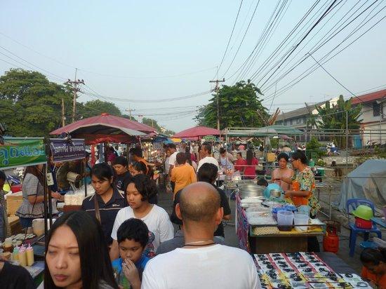 Chao Phraya River : Night Market neben dem Historical Park - Beginn 17:00 Uhr