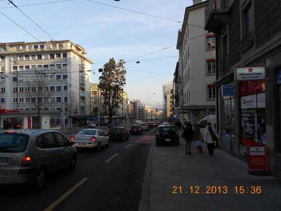 NH Geneva City: The long walk into town
