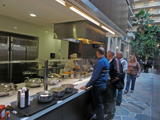 Embassy Suites by Hilton Hotel San Francisco Airport (SFO) - Waterfront : Line required for hot breakfast foods