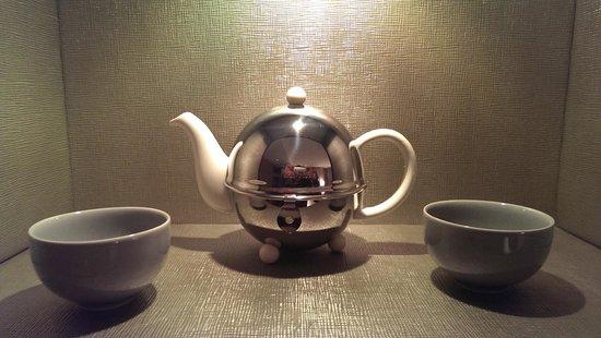 Mandarin Oriental, Paris: Elegant tea set