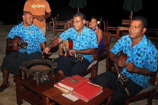 Toberua Island Resort: singing and Cava