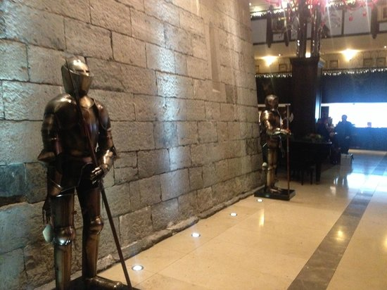 Clontarf Castle Hotel: The guards at the entrance