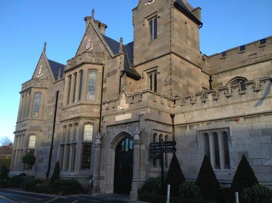 Clontarf Castle Hotel - outside