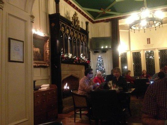 Clontarf Castle Hotel: Hotel's Lobby