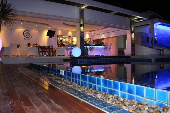 Serenity Resort & Residences Phuket: 88th East Bar & Lounge im Hotelgelände