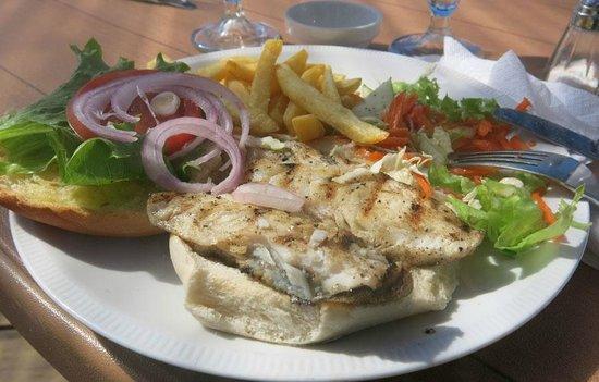 Dive Dominica : lionfish burger