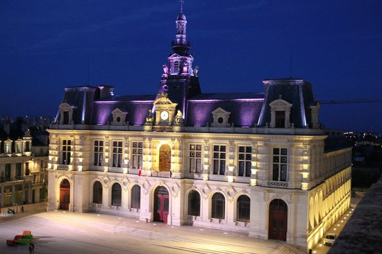 Hotel Central: View of the Town Hall at night from balcony