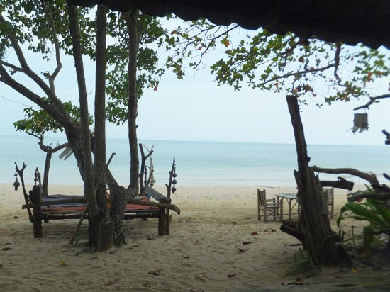 Ko Jum: the peace paradise beachbar on south luboa beach