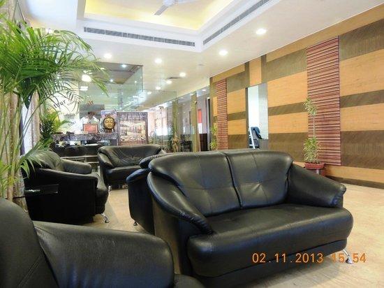 Amantra Comfort Hotel: reception area