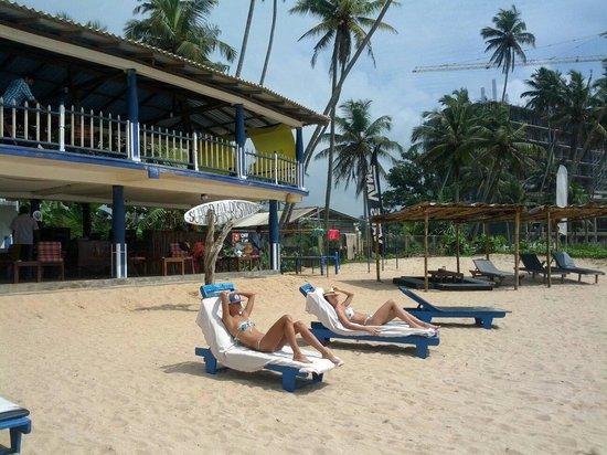 GOOD STORY (Neptune Resort): Бар на пляже.