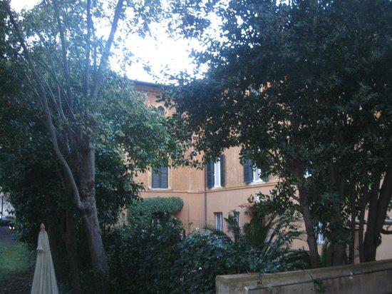 Major Aventinus Hotel: Вид из окна номера на первом этаже