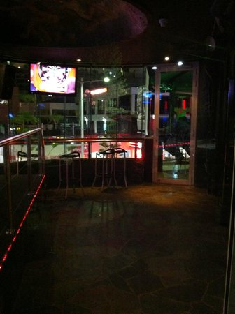 O'Malley's Surfers Paradise: inside