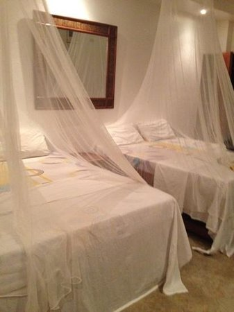 Talima Beach Villas and Dive Resort : simple bed