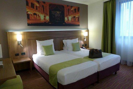 Quality Hotel Antwerpen Centrum Opera: Helle und große Zimmer