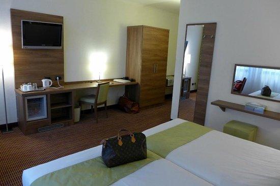 Quality Hotel Antwerpen Centrum Opera: Moderne Zimmereinrichtung