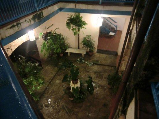 Hostal Valencia: patio reposant