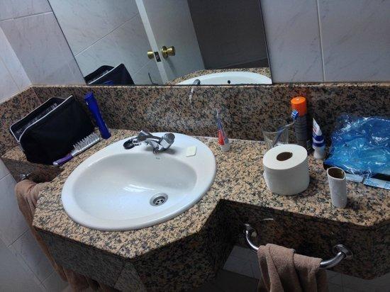 Hotel Servatur Waikiki: Badrum