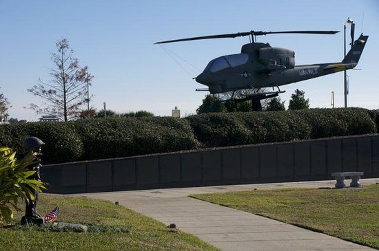 Veterans Memorial Park: Helicopter and The Wall