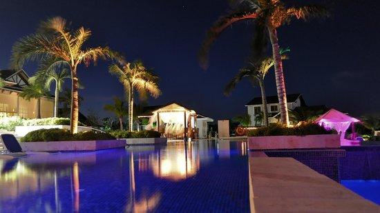 Royalton Cayo Santa Maria : la piscine près du lobby