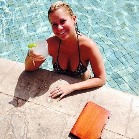 Four Seasons Resort Costa Rica at Peninsula Papagayo: pool servers find u in pool and serve u hand and foot