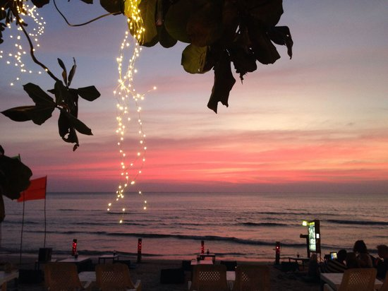 Sangaroon Bungalow: Strand direkt vor dem Sang Arun Resort