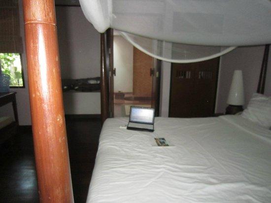 Barali Beach Resort : bed