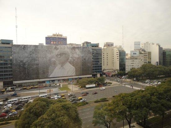 Bristol Hotel Buenos Aires: Avenida 9 de Julho