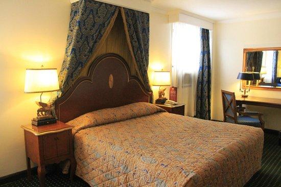 Subic Bay Venezia Hotel: Queen size bed