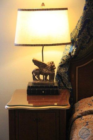 Subic Bay Venezia Hotel: The Lampshade 2