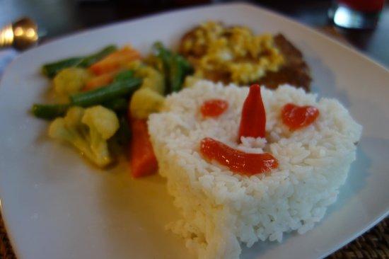 Segara Agung Hotel: Tuna Steak mit Reis und Gemüse