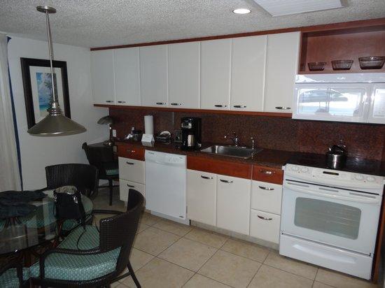 Flamingo Beach Resort : Kitchen area
