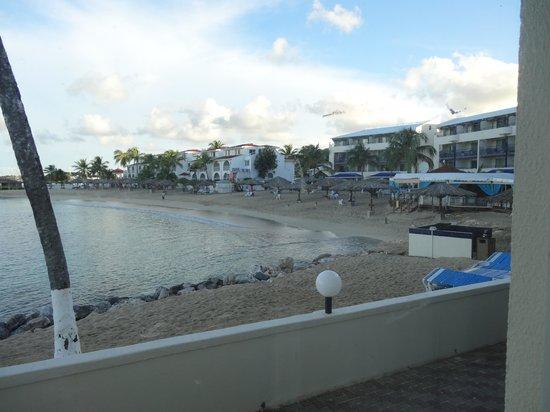 Flamingo Beach Resort: View of beach area out kitchen window