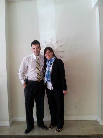 Hotel Denver: Laurita y Ezequiel, de recepciòn