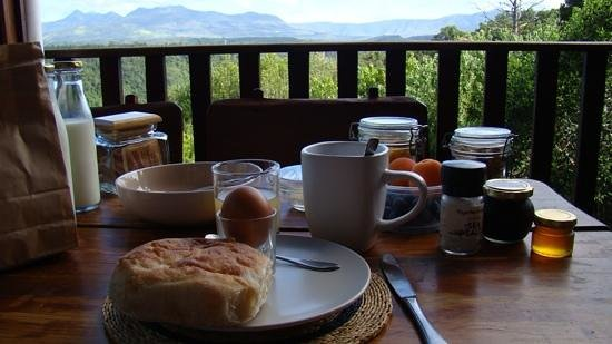 Homtini Guest Farm: breakfast with a view
