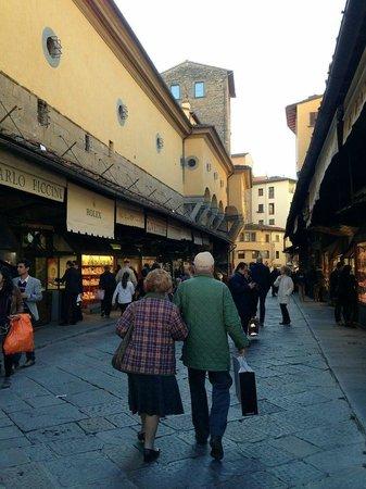 Artviva: The Original & Best Tours Italy : Ponte Vecchio bridge