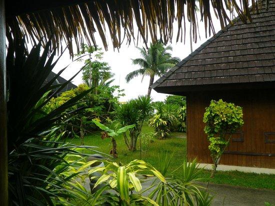Relais Mahana : outside view of garden bungalow