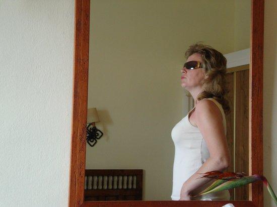 Hotel San Telmo: mi mujer dentro en la habitación
