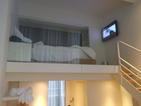 Studio M Hotel : bed on second floor