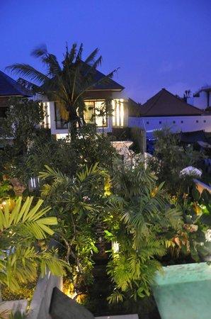 Kampoeng Villa : Night view from room