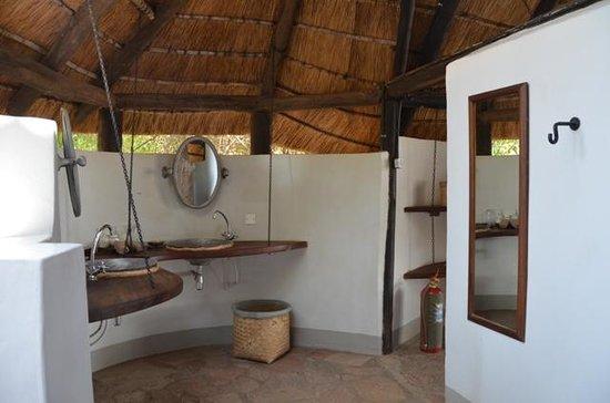 Nkwali Camp: Bathroom Open Air