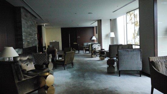 Four Seasons Hotel Tokyo at Marunouchi: Photo by Patrick Lovell