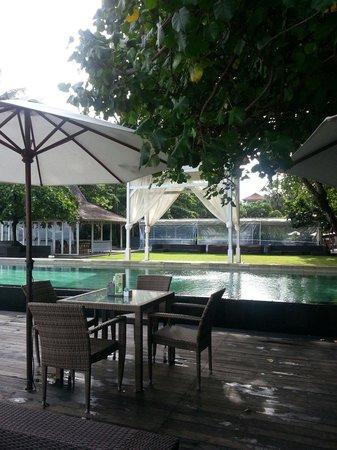 Bali Garden Beach Resort: small pool by the beach